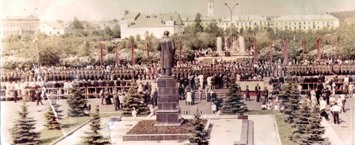 Встреча 90-х годов происходила в городе под звуки демонстраций / Фото: sarov.info