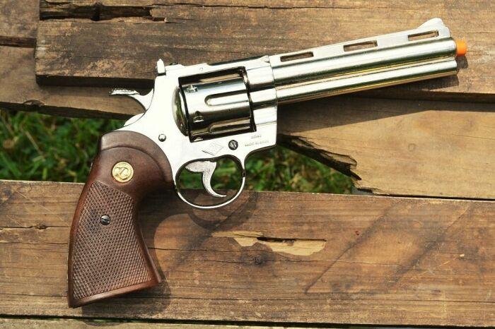Данный пистолет сравнивают с Магнумом 357, лидирующим на рынке / Фото: posilka.ua