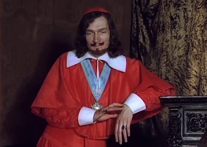 Король, желая отблагодарить кардинала Ришелье, подарил ему полсотни своих лучших мушкетеров / Фото: YouTube