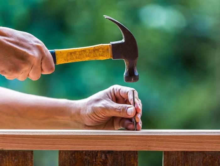 Гвозди приобретают повышенное сцепление с деревом за счет легкой ржавчины, делающей поверхность шероховатой / Фото: samorez74.ru