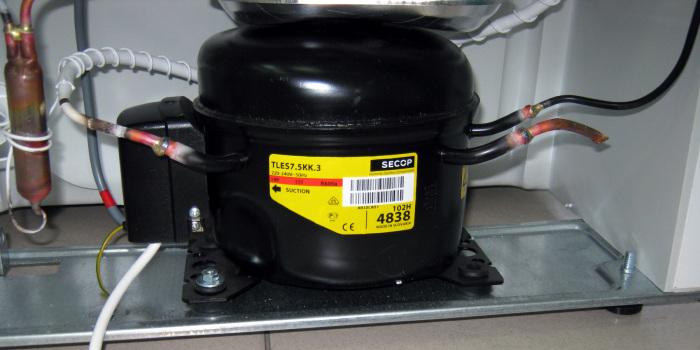 Причиной чрезмерно шумной работы холодильника могут стать бракованные прокладки или транспортировочные болты / Фото: tehznatok.com