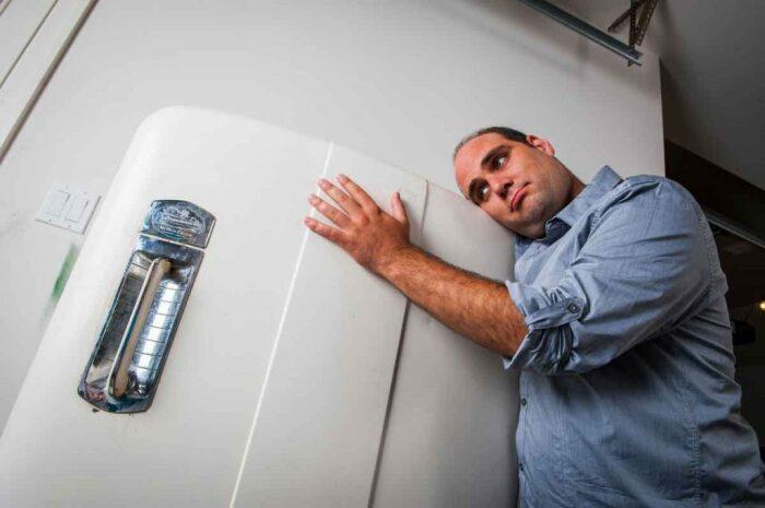 Добиться тихой работы холодильника можно быстро и без помощи мастера / Фото: make-a-choice.ru