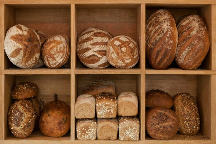Такой нехитрый способ хранения хлеба сохранит продукт свежим и без плесени / Фото: Яндекс.Новости