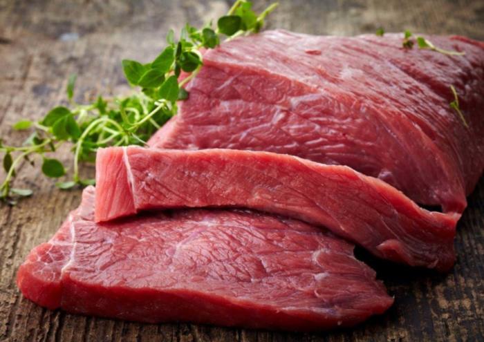 Если по каким-то причинам хранить мясо в холодильнике не получается, можно воспользоваться нехитрыми способами для сохранения его свежести / Фото: ok.ru