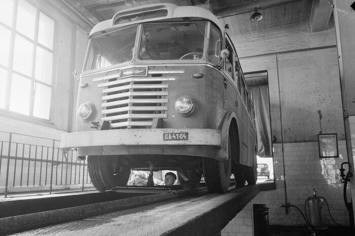 Параллельно с первой моделью Икаруса проводились разработки и более вместительного варианта, рассчитанного уже на шестьдесят пассажирских мест – Ikarus 60 / Фото: ru.m.wikipedia.org