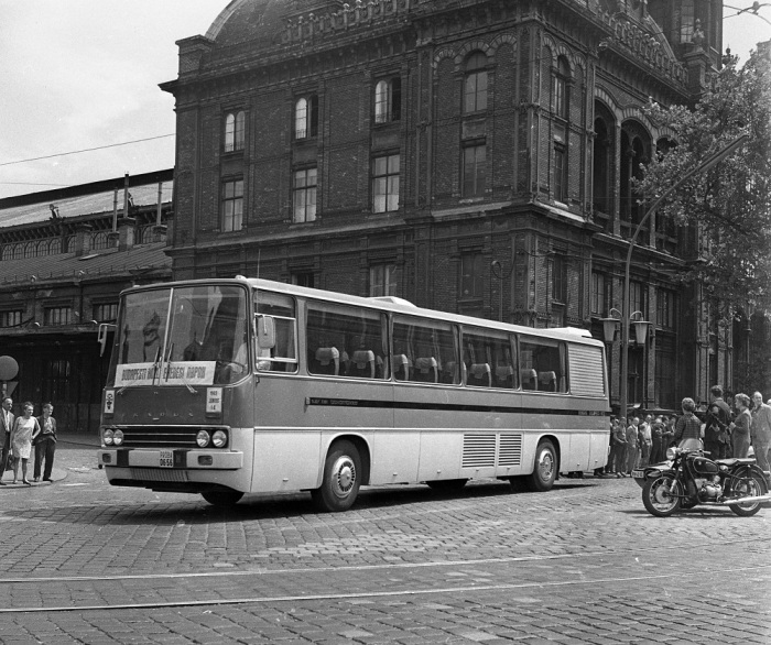 Первым в 1969 г. начали выпускать междугородний Ikarus 250, рассчитанный на 42 пассажирских места / Фото: wikiwand.com
