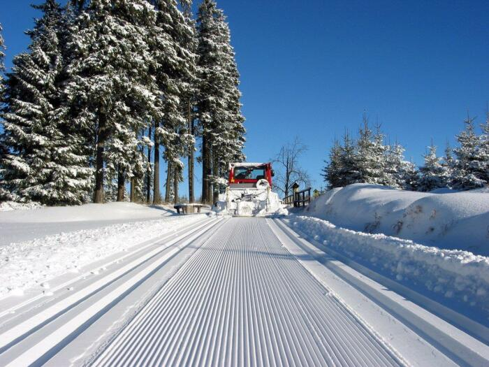 В небольших городах на дорогах оставляют белое снежное полотно - это и красиво, и безопасно / Фото: carlsfeld.com
