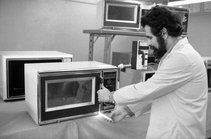 Информация о разработке в СССР печи, быстро разогревающей продукты, появилась еще в 1941 году / Фото: mic.com