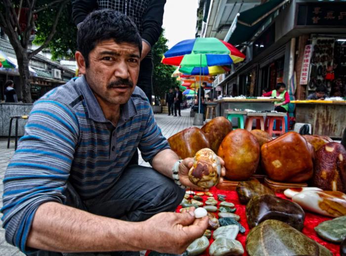 Китайцы находят в камнях особенную красоту / Фото: lotusgemology.com