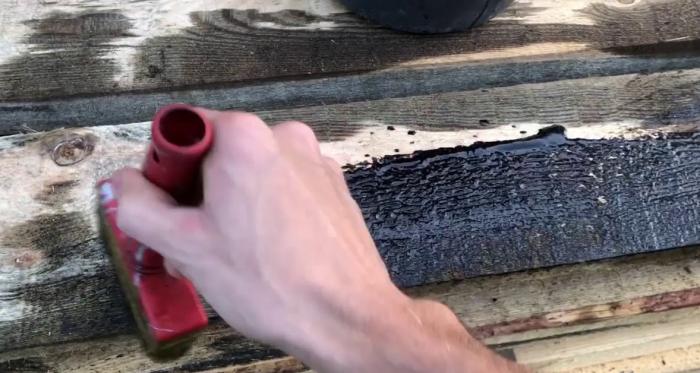 Отработанное машинное масло имеет несколько отрицательных качеств / Фото: YouTube