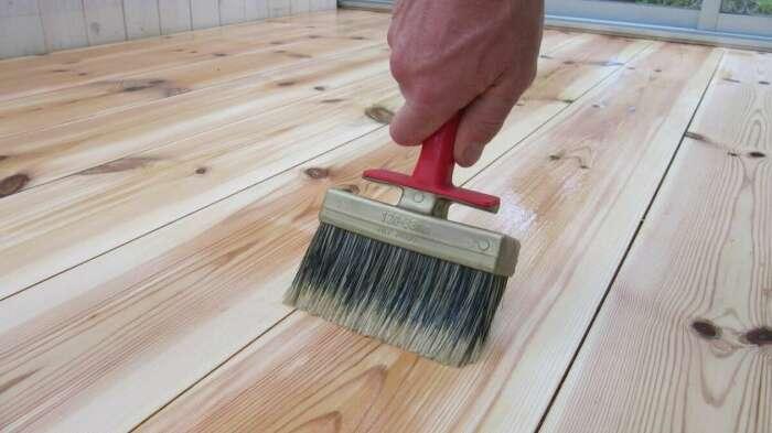 При соблюдении всех пропорций и технологии приготовления на выходе получается жидкость, абсолютно прозрачная, это и есть средство для обработки древесины / Фото: uaeu.top