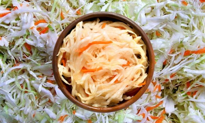 Классический рецепт квашеной капусты знаком многим еще со школьной скамьи / Фото: pentad.ru