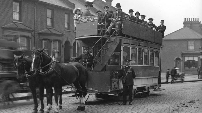 В Великобритании в период промышленной революции состоятельные граждане предпочитали пользоваться общественным транспортном / Фото: regovern.com.ua