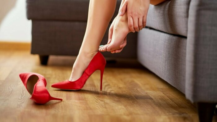 При покупке новой пары обуви не всегда удается правильно определиться с размером / Фото: local.yandex.ru