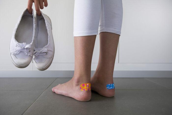 Метод идеально подходит для кожаной обуви, но не для тканевой / Фото: feetfirstclinic.com