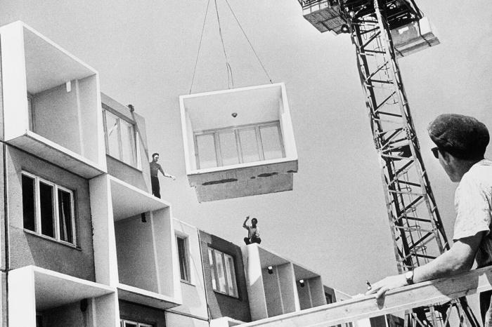 В связи с катастрофической нехваткой жилья возникла необходимость в быстром и бюджетном его строительстве / Фото: osssr.ru