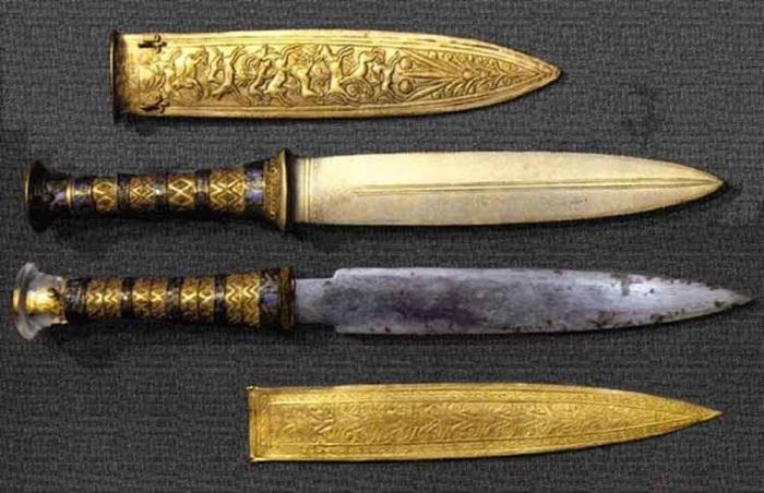 Именно здесь было обнаружено 2 кинжала: золотой и железный / Фото: zendiar.com