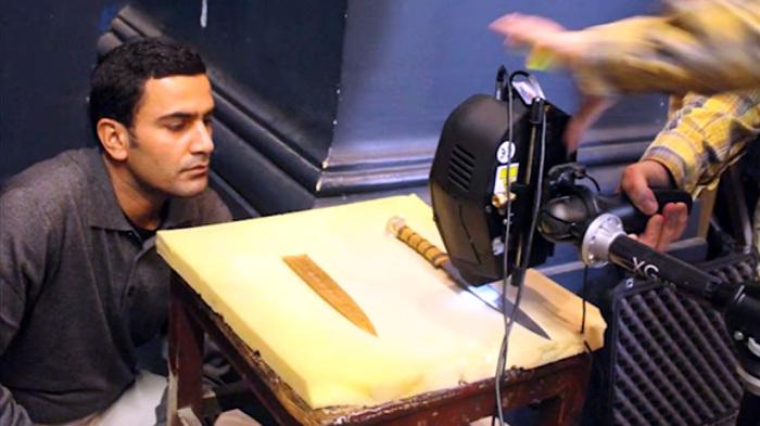 Группа исследователей Миланского технического университета в 2016 г. привезла в Каир, в музей, в котором и находится этот знаменитый кинжал, особенный прибор под названием рентгенофлуоресцентный спектрометр / Фото: smotrim.ru