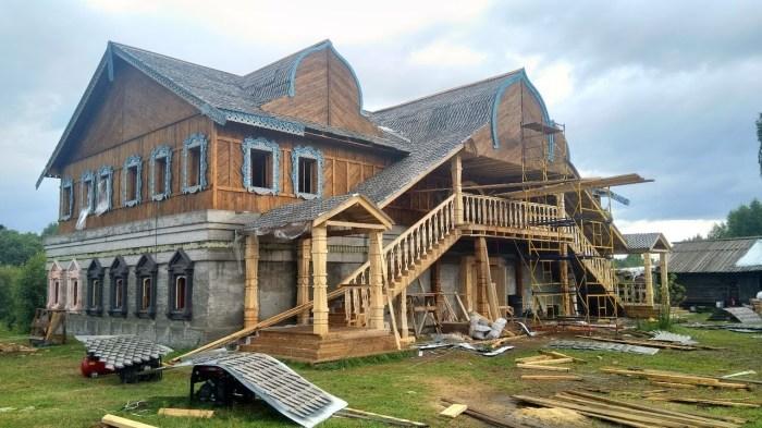 Барский дом - одно из главных сооружений в деревне / Фото: youtube.com