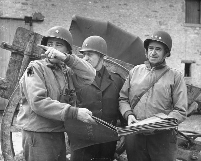 Даже генерал Бредли в своих заметках высказывал восхищение кирзовыми сапогами / Фото: artsandculture.google.com