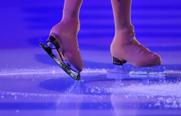 Одна из функций чехлов - защита коньков от быстрого изнашивания / Фото: yandex.ua