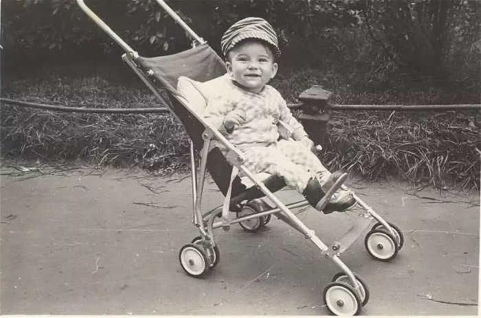 Легкие коляски-трости долгое время пользовались спросом / Фото: yandex.kz
