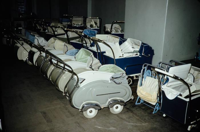 В послевоенное время производство колясок было поставлено на поток / Фото: humus.livejournal.com