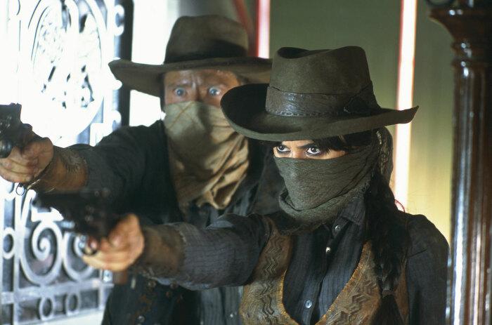 Ковбои, которые занимались незаконной деятельностью (грабежами), при помощи шейного платка скрывали свои лица / Фото: vsyachyna.com