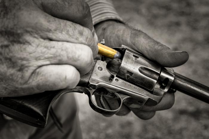Полностью заряжать барабан ковбои начали только после появления оружия с предохранителем / Фото: lfb.org