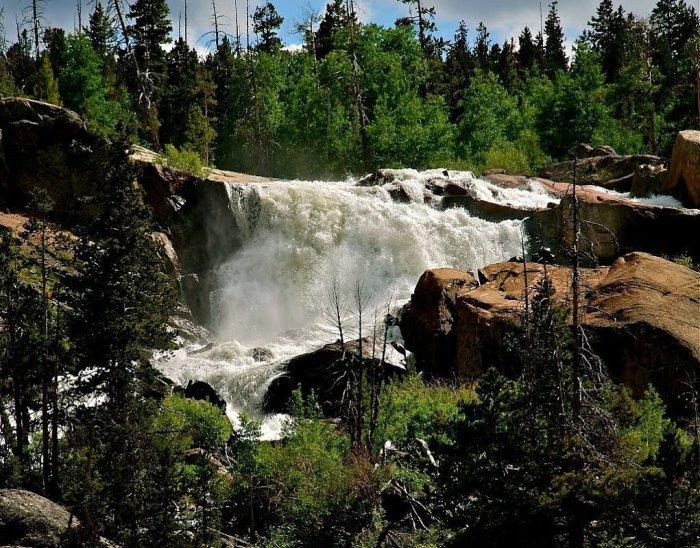 Красота Чургимского водопада завораживает / Фото: wikiway.com