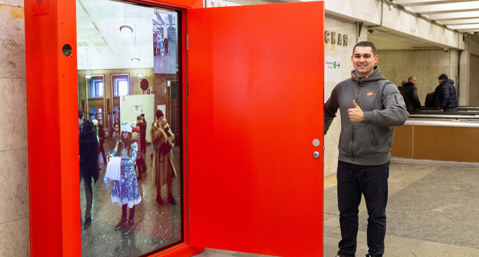 Немногие люди желают открыть красную дверь, а зря / Фото: rodinaussr.livejournal.com