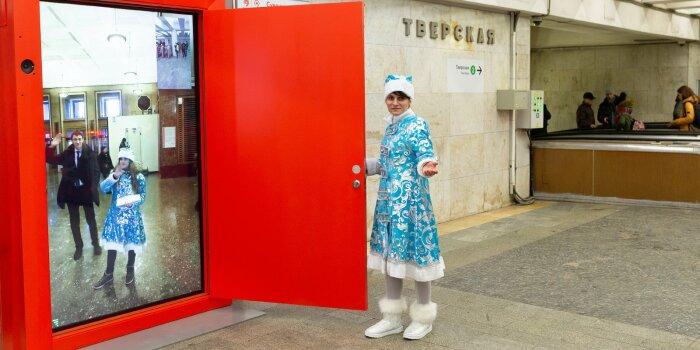 Перед открывшим дверь человеком появится включающийся автоматически монитор / Фото: mos.ru
