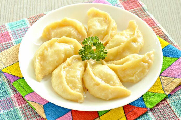 Тесто с добавленным кукурузным крахмалом отлично подойдет и для вареников или пельменей / Фото: photorecept.ru