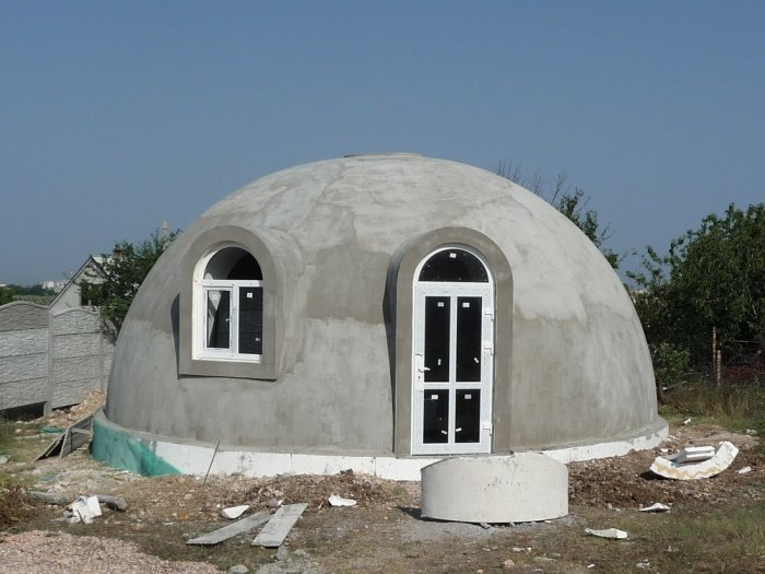 После сборки дом необходимо поштукатурить и покрыть защитной краской / Фото: nevsedoma.com.ua