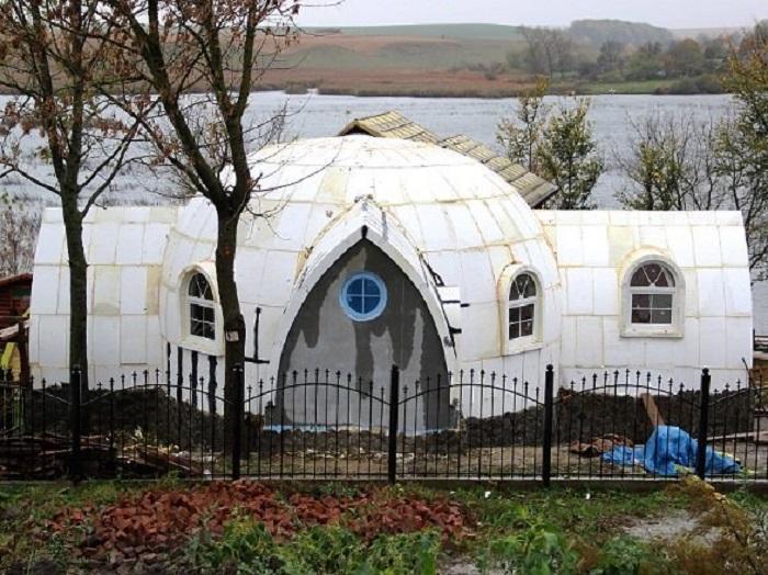 Фундамент для таких легких сооружений требуется облегченный, в некоторых случаях достаточно площадки из ОSB плит / Фото: nevsedoma.com.ua