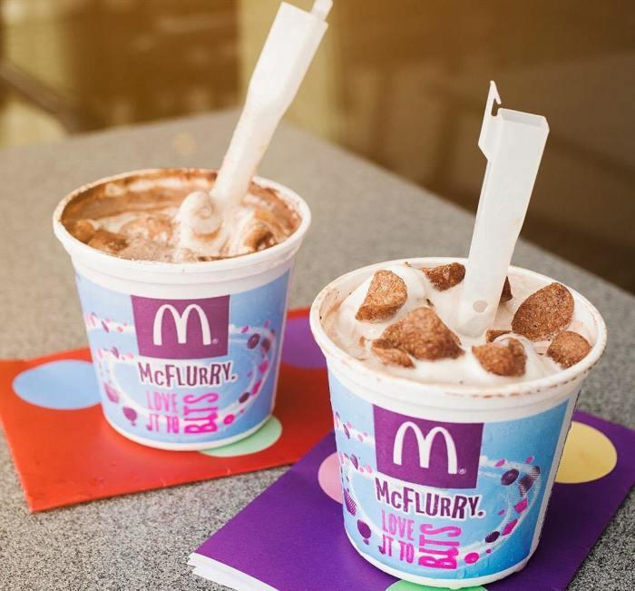 Ложка вполне пригодна для использования, поэтому ее оставляют в мороженом / Фото: nice-gorod.com