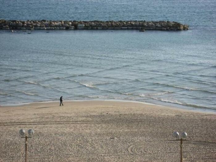 За квадратными волнами лучше наблюдать с берега, а в воду заходить только после их исчезновения / Фото: nastroy.net