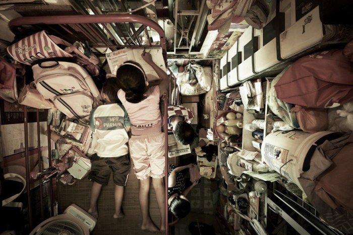 Многие семьи вынуждены мириться с такими ужасными условиями проживания / Фото: ukr-dom.com.ua