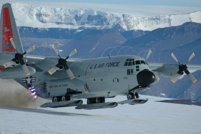На станцию Мирный прибыл самолет с американской делегацией / Фото: earth-chronicles.ru