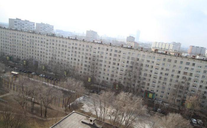 Длинный дом в СВАО Москвы еще называют «лежачим небоскребом» / Фото: megabaz.ru