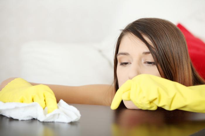 После использования глицерина для удаления пыли часто остаются разводы / Фото: kakprosto.ru