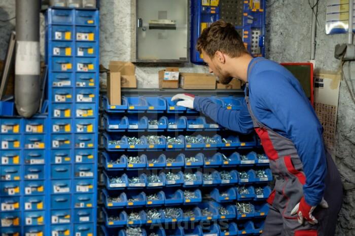 При покупке болтов следует обращать внимание на маркировку, указанную на шляпке / Фото: chel.pulscen.ru