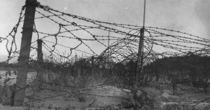 Заграждения электрифицированного типа для сдерживания и поражения сил противника появились и активно стали использоваться еще в период русско-японской войны / Фото: Pinterest