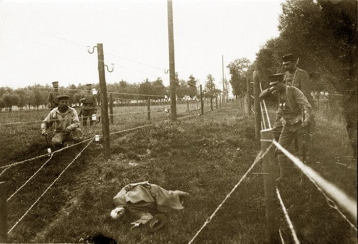 В военных донесениях указывается, что электричество дало хороший эффект, но были ли поражения током солдат немецкой армии, доподлинно неизвестно / Фото: warspot.ru