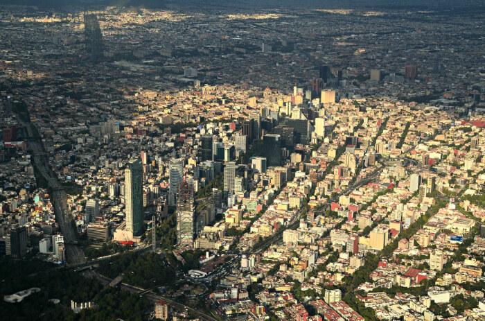 Особенностью Мехико можно назвать искривленные улицы / Фото: flickr.com