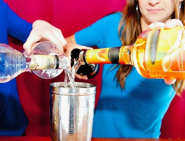 Снижать крепость напитков, смешивать их тоже не лучший вариант / Фото: gubdaily.ru