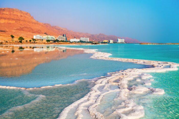 Нырять и кувыркаться в Мертвом море запрещено / Фото: yandex.ua