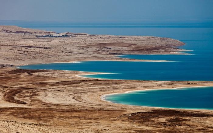 Мертвое море находится в пустыне / Фото: funart.pro