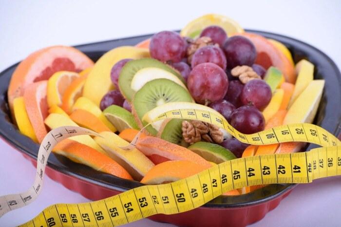 Приверженцы данной диеты уверены в том, что фруктоза, даже если она содержится в фруктах, оказывает на человеческий организм негативное влияние / Фото: mrfilin.com