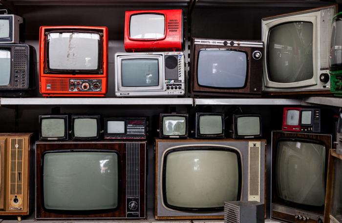 В СССР японцы закупали модели цветных телевизоров, из корпусов которых делали разную мебель, а внутреннее содержимое выбрасывали / Фото: smartik.ru